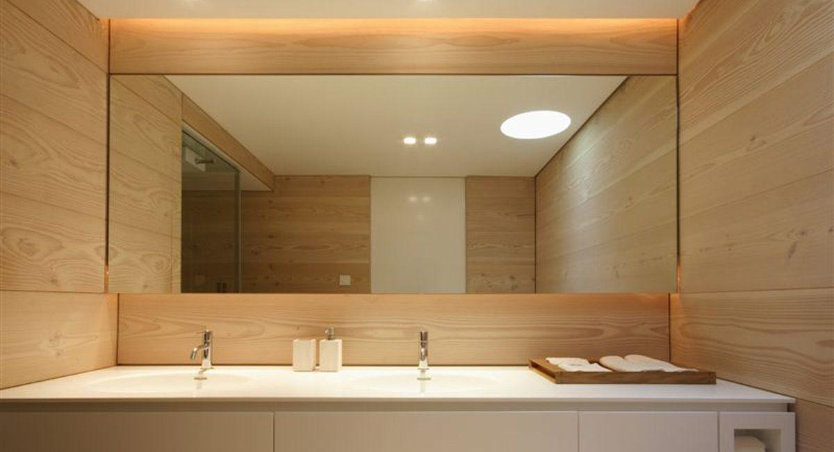 Зеркало в ванную: советы по выбору от профессионалов